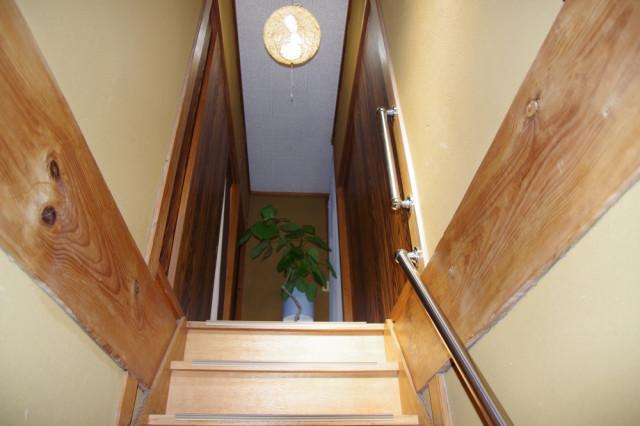 階段を上がり、整体を行う場所があります。