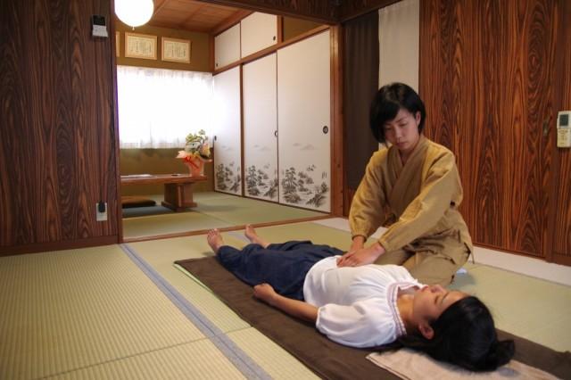 股関節の痛みの原因は思考 思考と体は2つで1つ