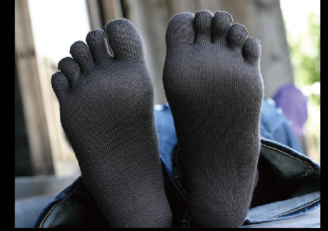 外反母趾の原因は5本指ソックス