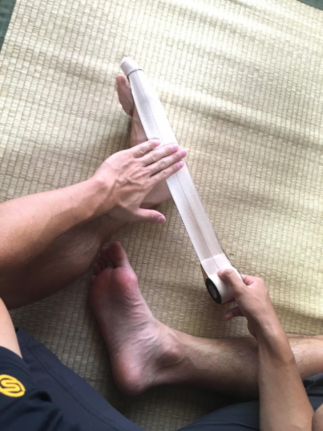 外反母趾テーピング6母趾の矯正