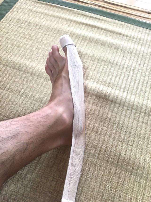 外反母趾テーピング7踵骨の矯正1