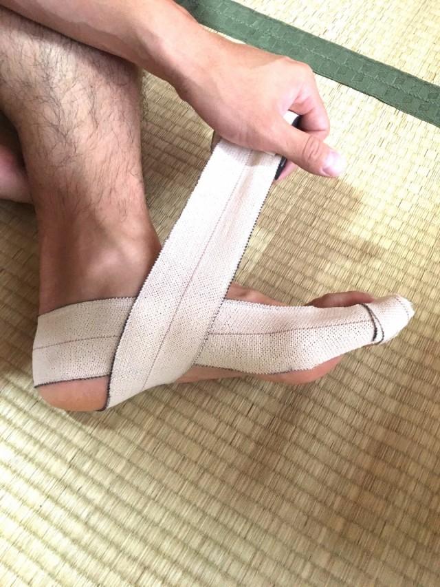 外反母趾テーピング7踵骨の矯正4