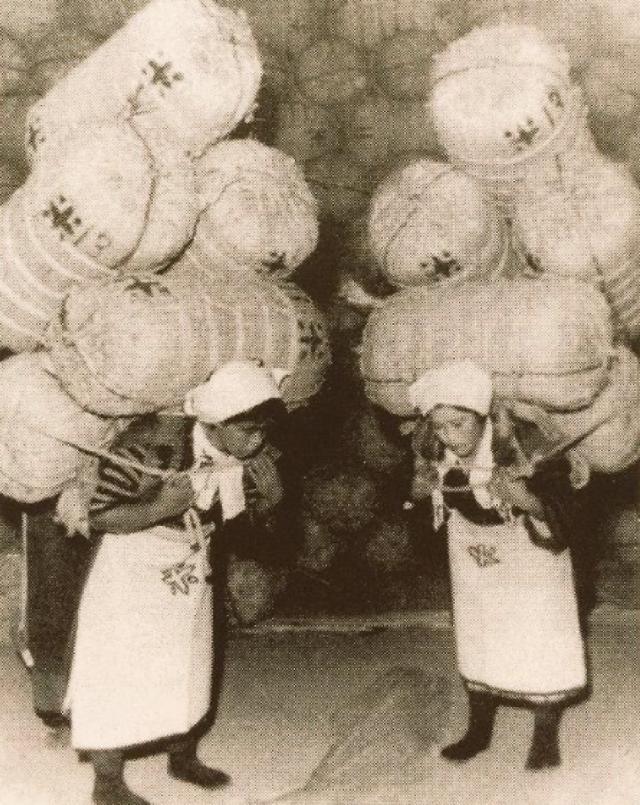 米俵を担ぐ人